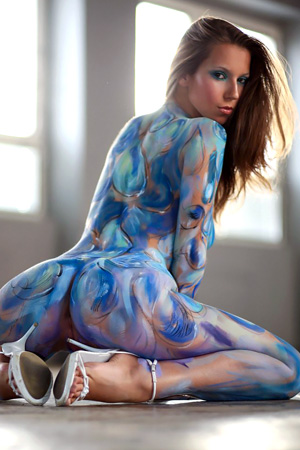 Lizzie in 'Sexy Body Painting' via Watch4Beauty